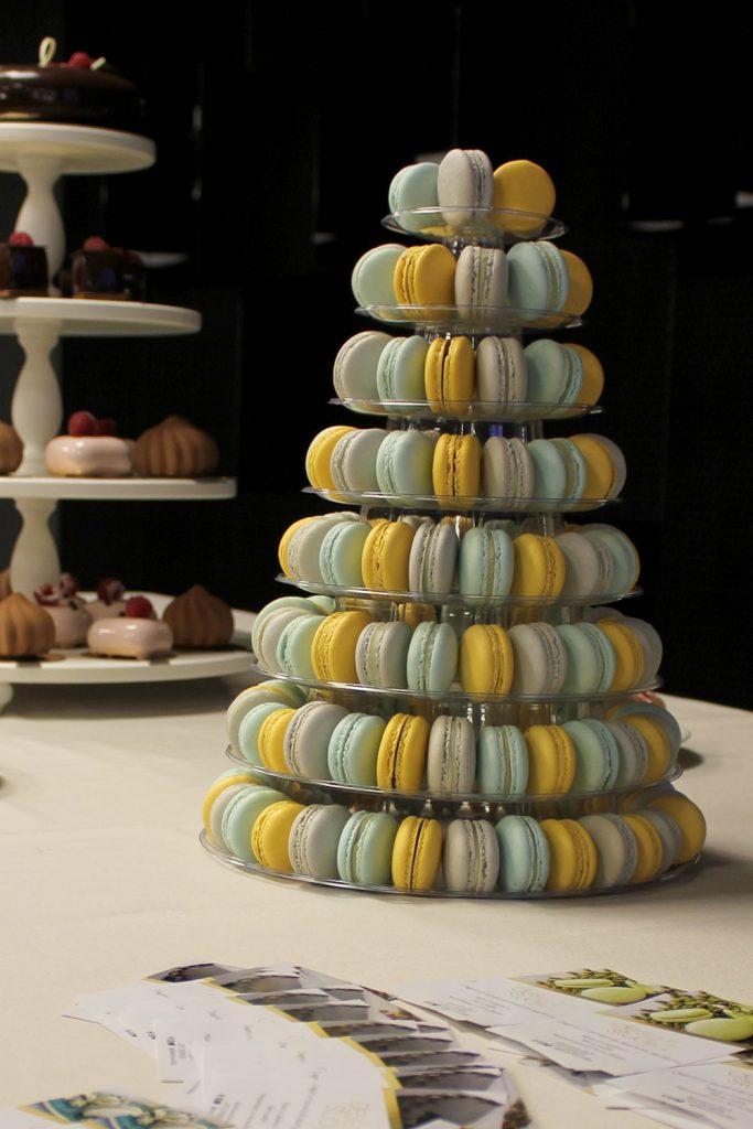 kazu-torte-macarons