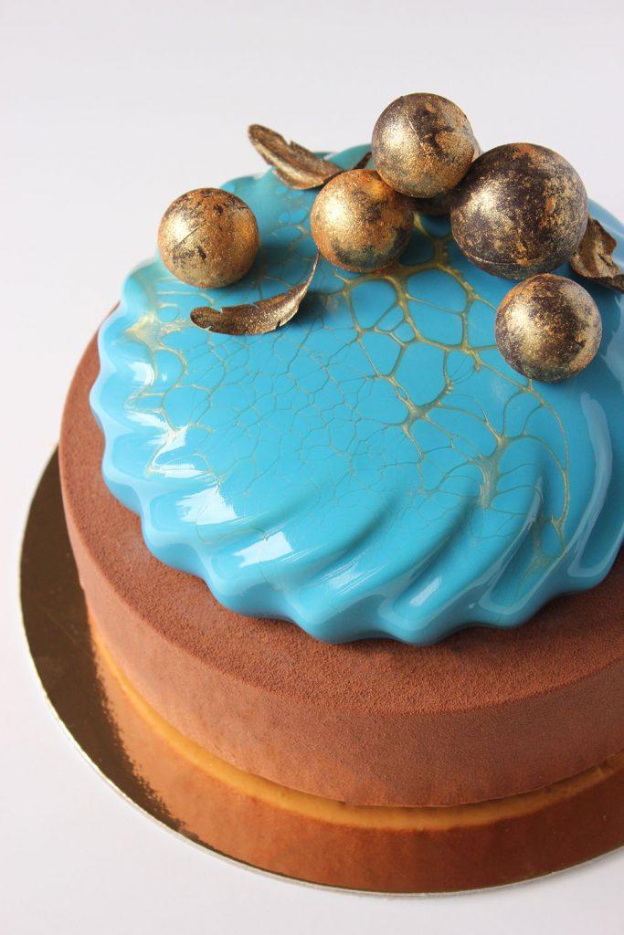 kazu-torte-zelta-bumbas